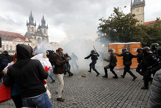 코로나 19 하루 확진자 1만 명 넘긴 체코, 방역 봉쇄 조치에 시민들은 격렬 시위