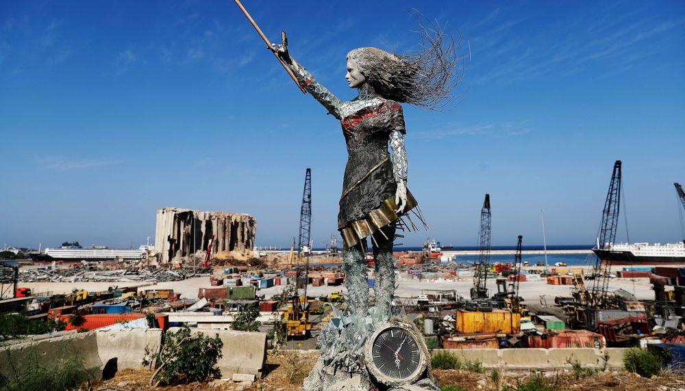 베이루트 폭발 파편으로 만든 여성 조형물...'그 날을 기억하며'