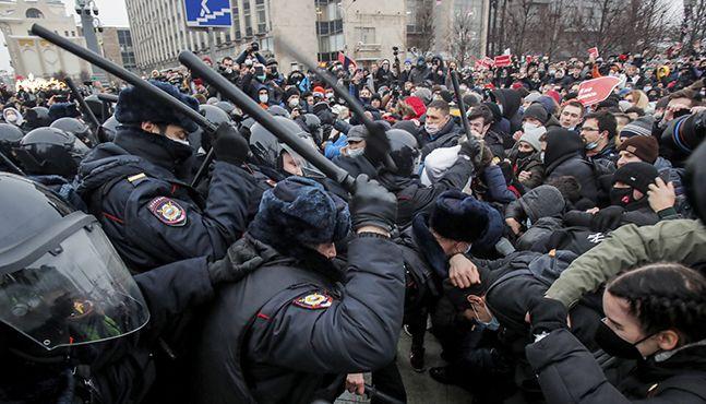"""러시아 시민 """"나는 두렵지 않다."""" 야권 운동가 나발니 지지시위 잇달아"""