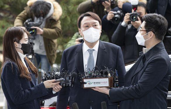 [지금 이 시작]어떤 위치에 있든 국민 보호에 힘쓸 것. 윤석열 검찰 총장 사의