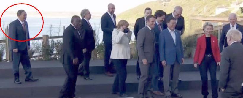 스가는 늘 혼자였다···G7서 겉도는 'B급 사진' 화제