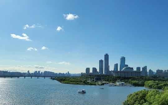 [이 시각]오늘은 고개를 들어 하늘을 한번 볼까요. 비갠 서울 풍광