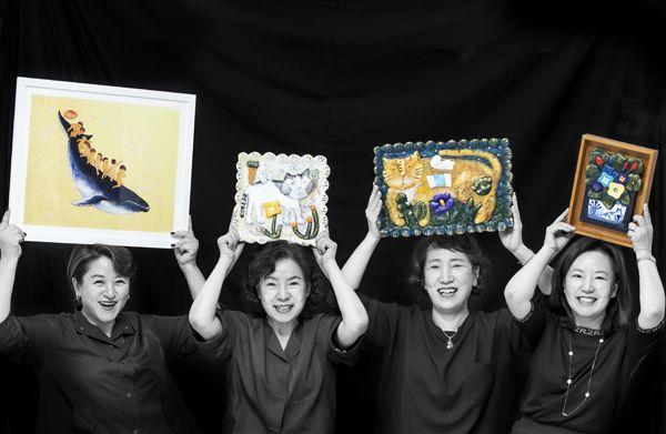 보육원에 그림 1000점 기증···통큰 언니들 옷 죄다 어두운 까닭 [인생 사진 찍어드립니다]