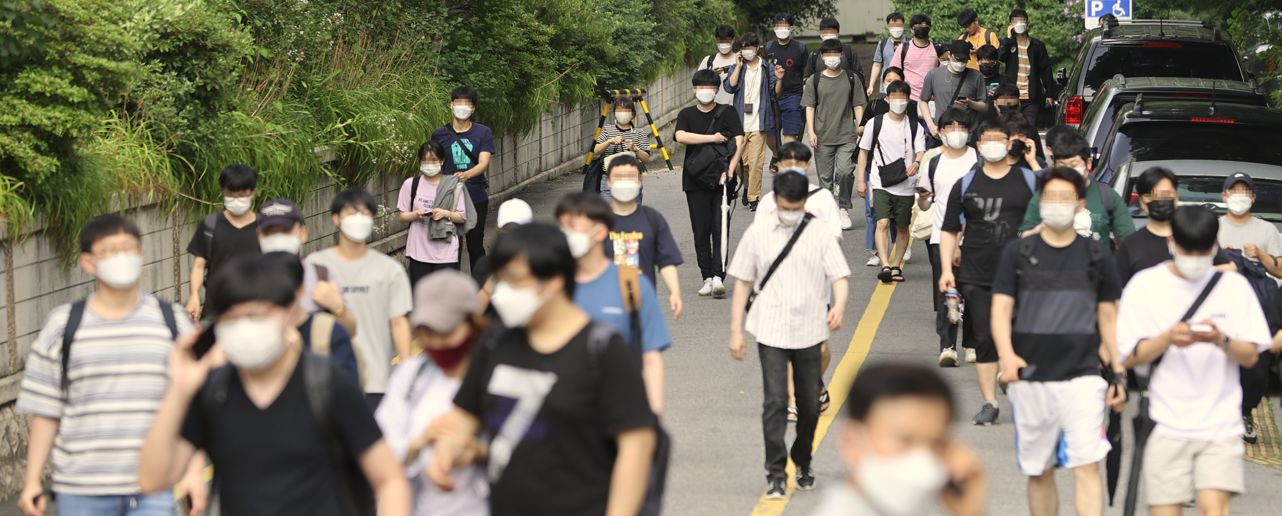 '철밥통 천국' 한국···공공 인건비, 500대 기업 넘었다